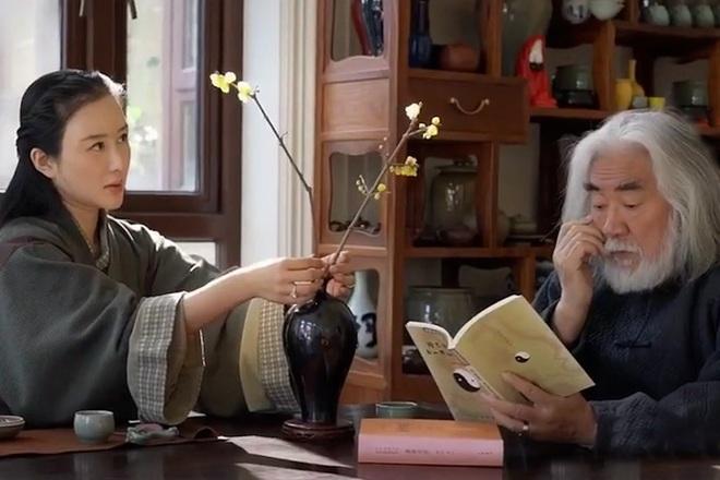 Ở tuổi 70, đạo diễn phim võ hiệp Trương Kỷ Trung mừng con gái tròn một tuổi - 14