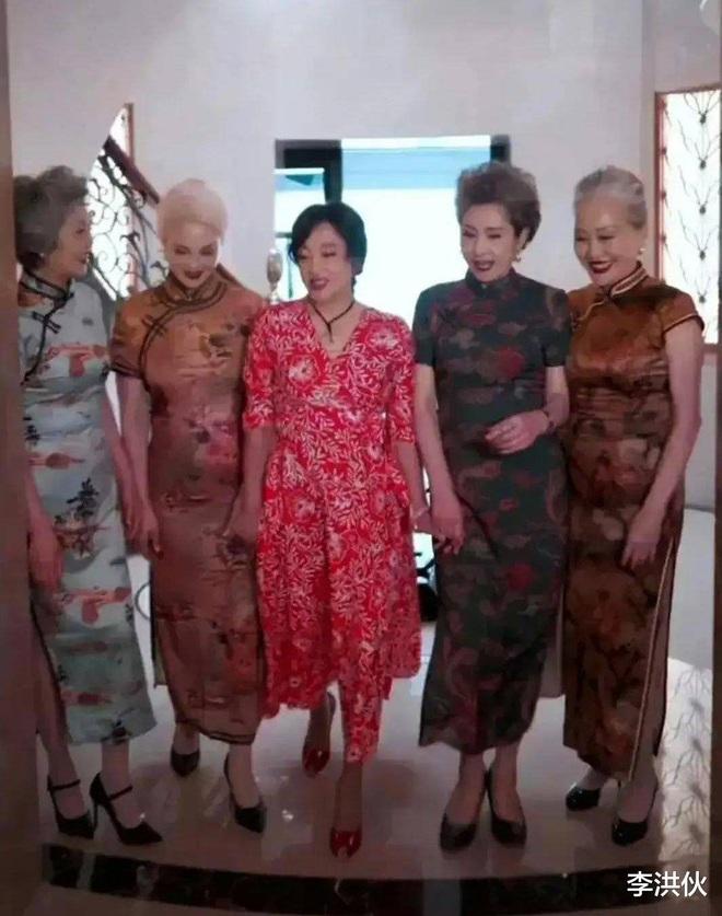 Lưu Hiểu Khánh đã đẹp, bạn bè của bà cũng đẹp không kém - 1