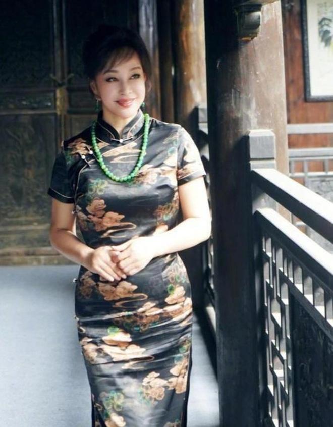Lưu Hiểu Khánh đã đẹp, bạn bè của bà cũng đẹp không kém - 2