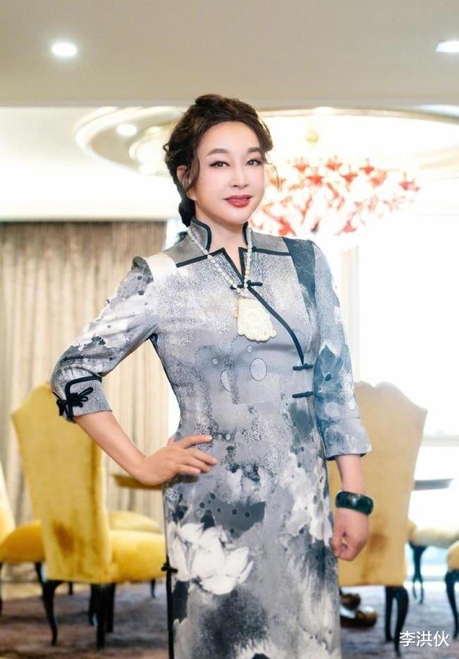 Lưu Hiểu Khánh đã đẹp, bạn bè của bà cũng đẹp không kém - 3