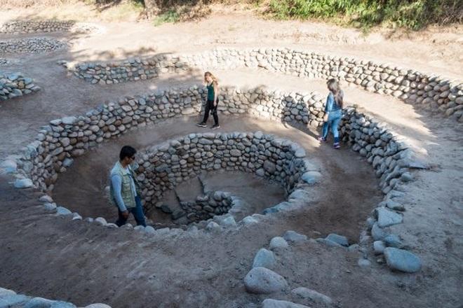 Bí ẩn loạt hố xoắn ốc đắp đá kỳ lạ ở Peru - 6