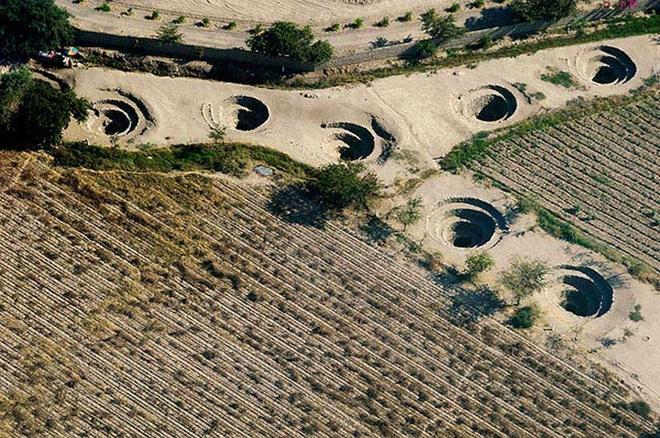 Bí ẩn loạt hố xoắn ốc đắp đá kỳ lạ ở Peru - 4