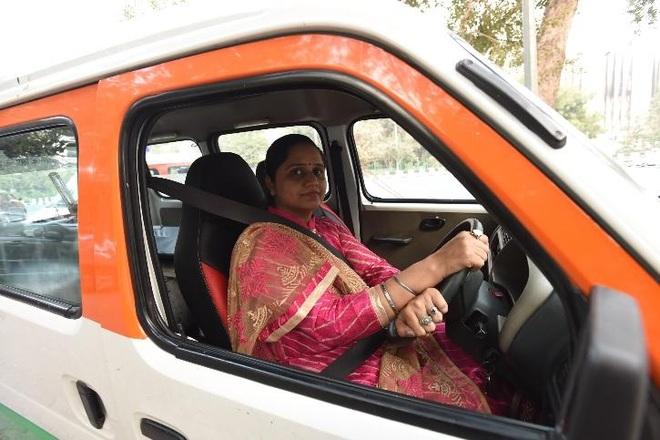 Từ chiếc xe cứu thương là quà cưới, vợ chồng chạy miễn phí giúp người nghèo - 1