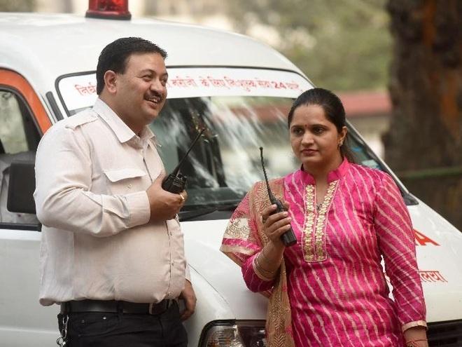 Từ chiếc xe cứu thương là quà cưới, vợ chồng chạy miễn phí giúp người nghèo - 2
