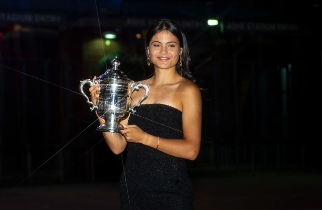 Ngôi sao trẻ Raducanu trở thành triệu phú nhờ vô địch US Open - 1