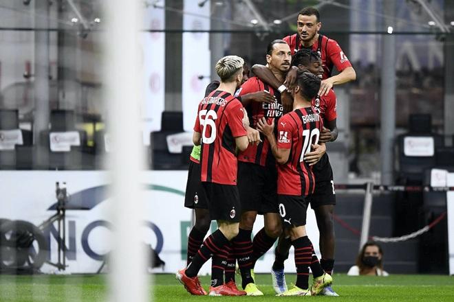HLV Mourinho chạy như điên để ăn mừng chiến thắng ở trận đấu thứ 1000 - 4