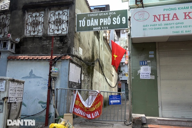Theo chân Cảnh sát Hà Nội truy quét loạt tụ điểm mại dâm trong vùng 1 - 2