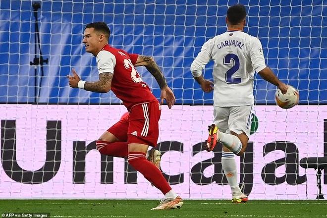 Benzema lập hattrick, Real Madrid tiếp tục dẫn đầu La Liga - 2