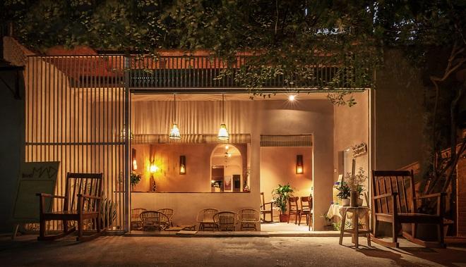 Vợ chồng kiến trúc sư trẻ biến tập thể cũ thành quán cà phê sơn tường đất - 8
