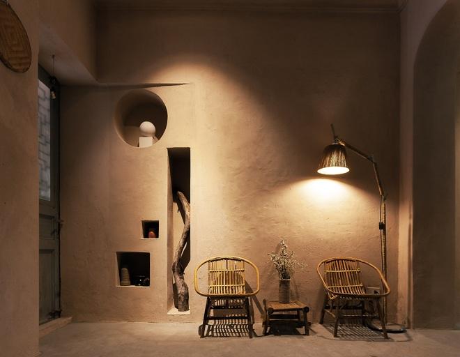 Vợ chồng kiến trúc sư trẻ biến tập thể cũ thành quán cà phê sơn tường đất - 3