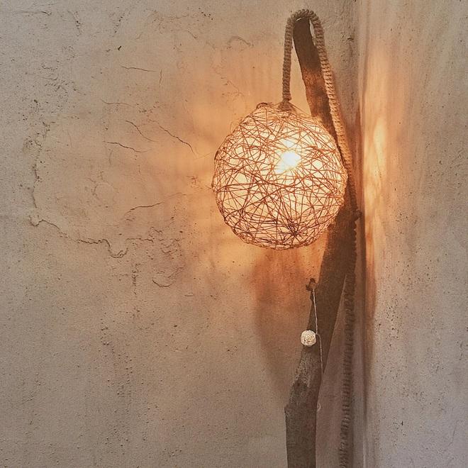Vợ chồng kiến trúc sư trẻ biến tập thể cũ thành quán cà phê sơn tường đất - 9
