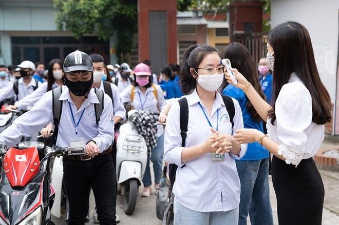 Thanh Hóa - Quảng Trị: Học sinh những nơi hết giãn cách được đến trường học - 1