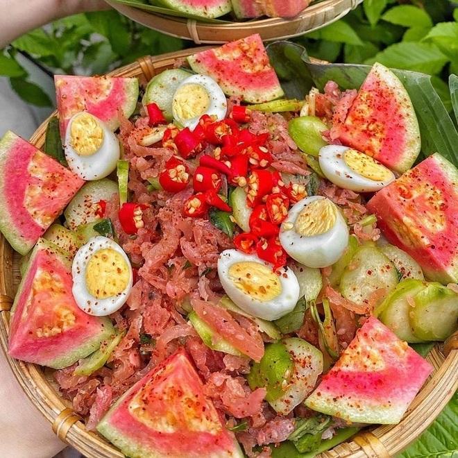 Món ăn rẻ bèo gốc miền Trung được cải biến làm mưa làm gió ở Sài Gòn - 4
