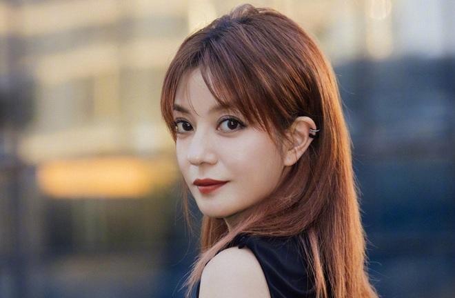 """Hai lần xuất hiện gây xôn xao của Triệu Vy giữa """"bão"""" phong sát"""