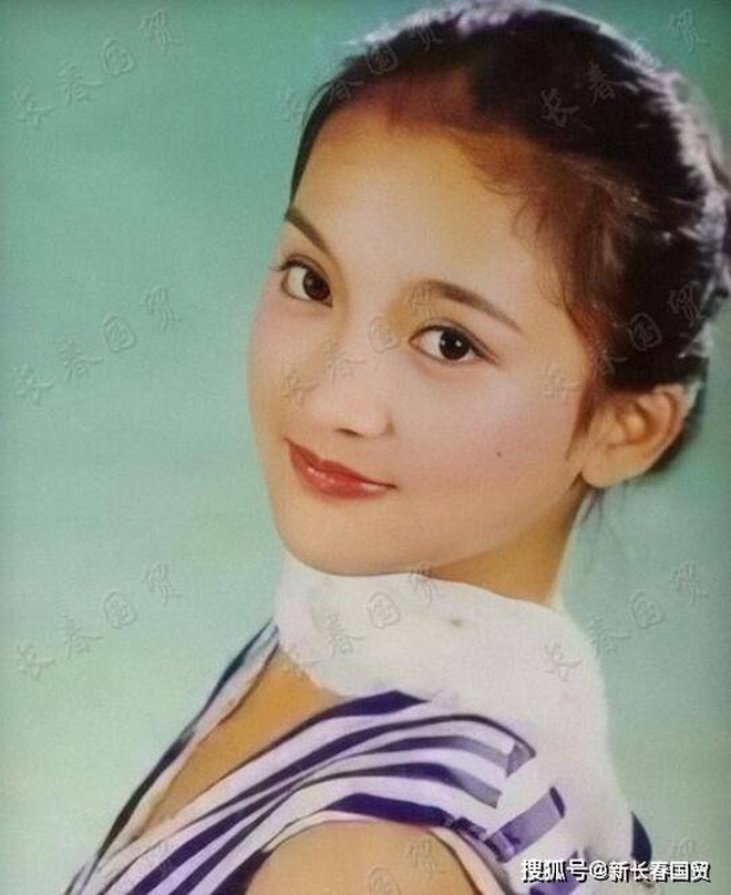 Vẻ đẹp gây choáng ngợp của Châu Tấn ở tuổi đôi mươi - 7