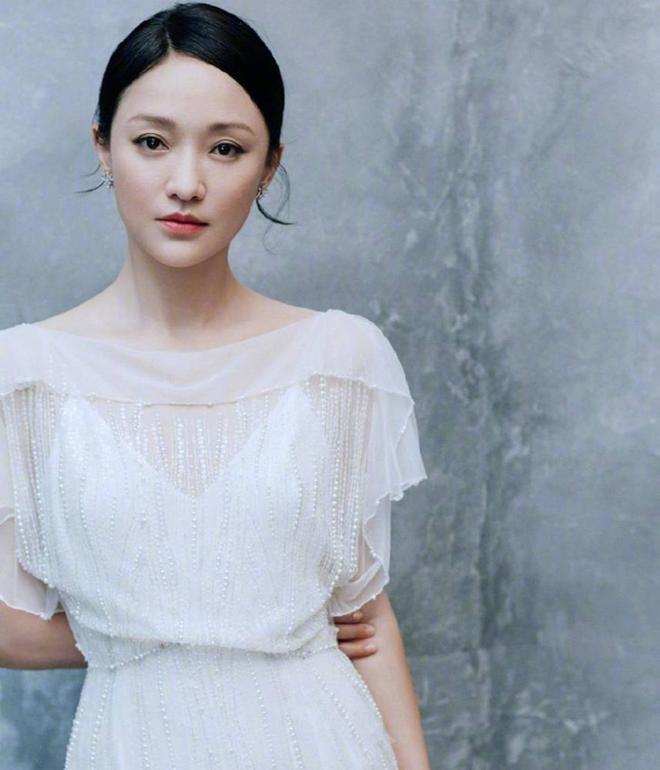 Vẻ đẹp gây choáng ngợp của Châu Tấn ở tuổi đôi mươi - 2