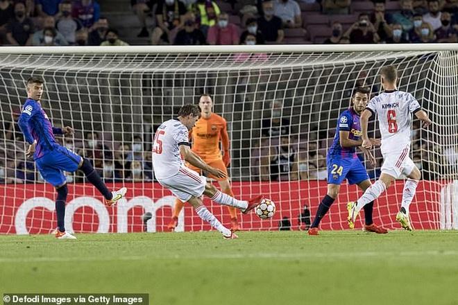 Muller và Lewandowski tỏa sáng, Bayern Munich thắng đậm Barcelona - 3