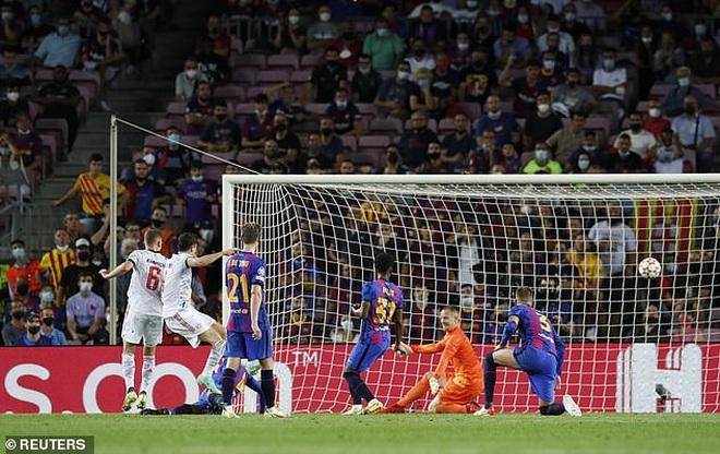 Muller và Lewandowski tỏa sáng, Bayern Munich thắng đậm Barcelona - 5