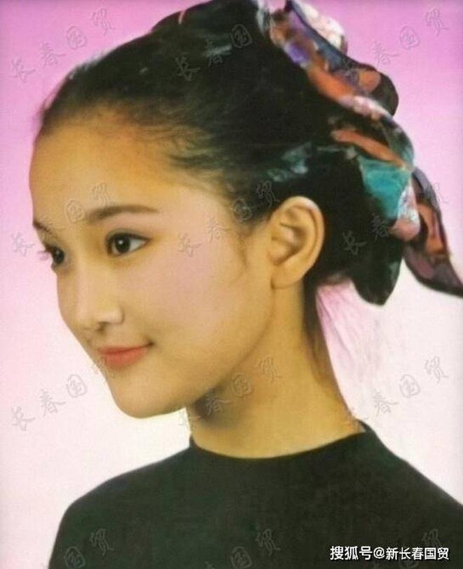 Vẻ đẹp gây choáng ngợp của Châu Tấn ở tuổi đôi mươi - 6