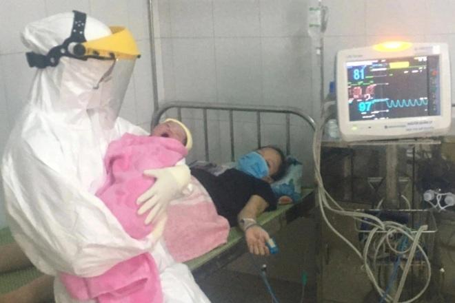 Bác sĩ gom từng giọt sữa giúp trẻ sơ sinh có mẹ F0 - 2