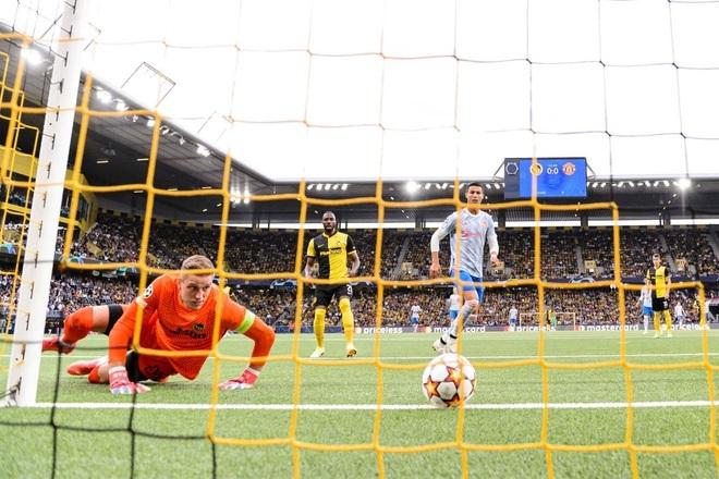 Man Utd chơi tệ hại ở Champions League dưới thời HLV Solskjaer - 1