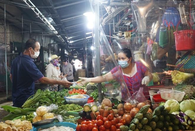 Hình ảnh ít thấy tại các chợ dân sinh sau thời gian nghỉ phòng Covid-19 - 9