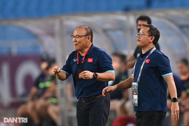 HLV Park Hang Seo triệu tập 32 cầu thủ chờ đấu Trung Quốc, Oman - 1