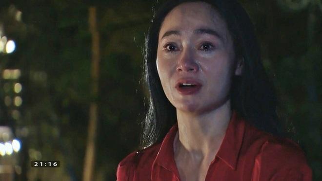 Khán giả soi điểm vô lý trong cảnh bà Xuân Hương vị tình thân bị ngã cầu - 2