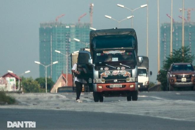 Khám phá thủ đoạn xe luồng xanh chở người thông chốt cửa ngõ Hà Nội - 2