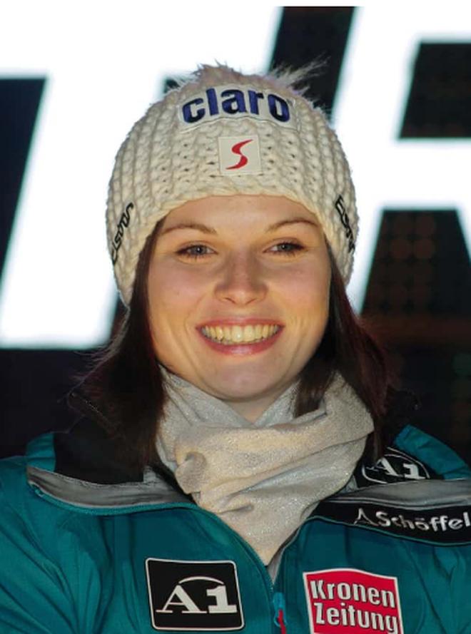 Những ngôi sao xinh đẹp của làng trượt tuyết thế giới - 3
