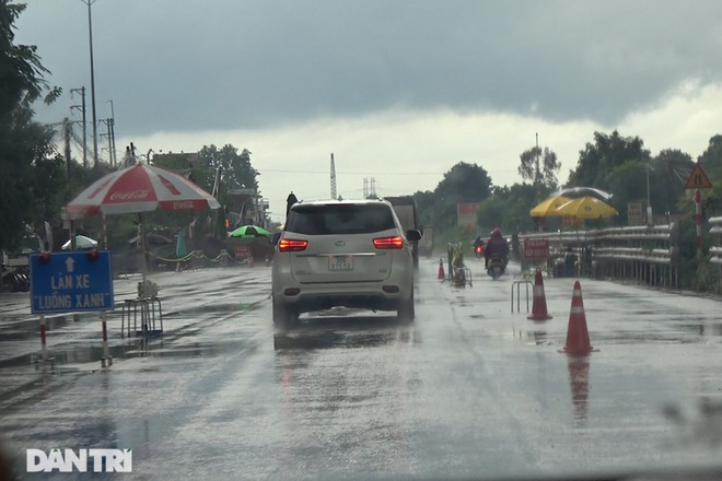 Thủ đoạn chở khách từ Hà Nội qua 7 tỉnh chỉ với giấy đi đường vật tư y tế - 2