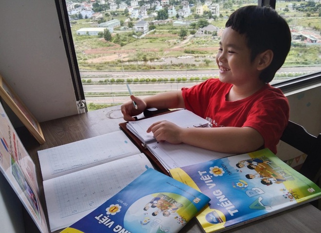 Hơn 200.000 học sinh TPHCM vẫn chưa có sách giáo khoa để học - 1