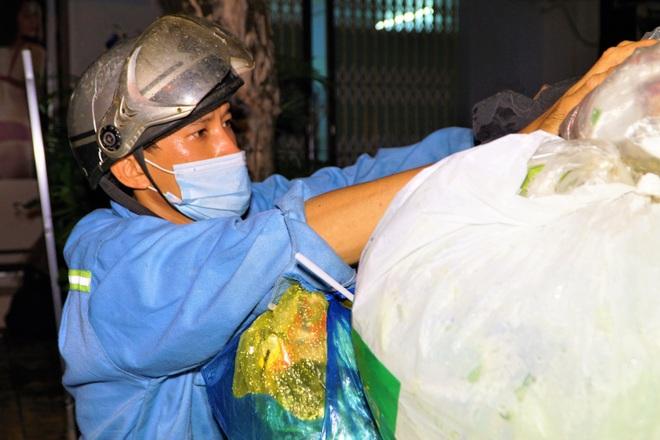 Công nhân vệ sinh bị nợ lương nhiều tháng, nheo nhóc sống qua mùa dịch - 2