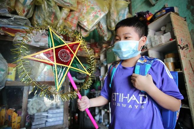Thanh niên Hà Nội tự tay làm bánh Trung thu tặng trẻ em nghèo - 4
