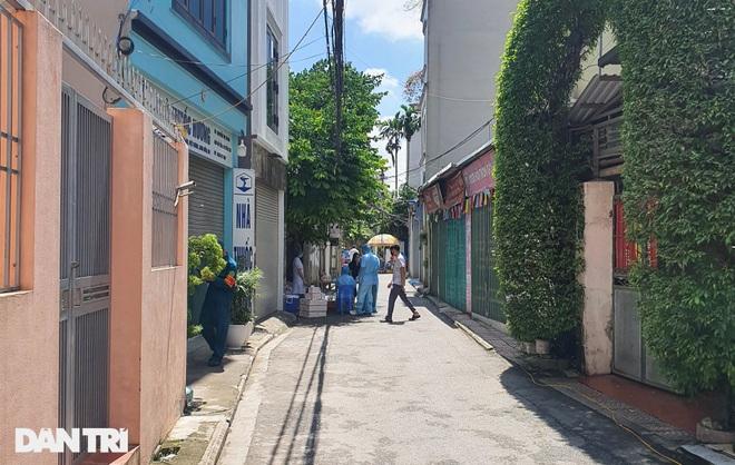 Cận cảnh khu vực phong tỏa ổ dịch có 6 ca F0 trong một gia đình ở Hà Nội - 14