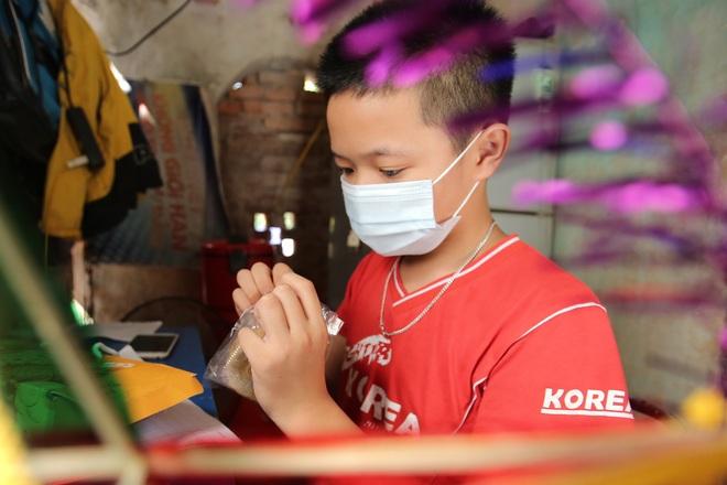 Thanh niên Hà Nội tự tay làm bánh Trung thu tặng trẻ em nghèo - 5