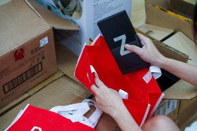 Sạch hàng Galaxy Z, khách hàng sôi nổi nhận sớm siêu phẩm - 5