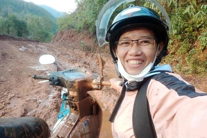 Cô Ròm và hành trình gieo chữ lấm lem bùn đất, có ngày lên đến 14 tiếng - 2