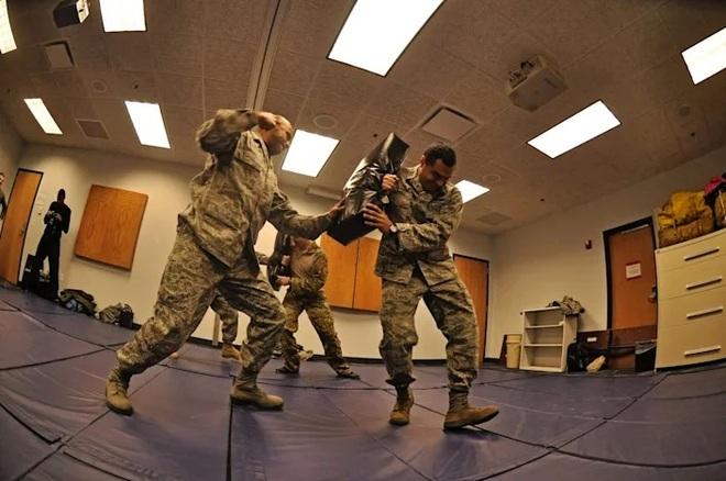 Tiết lộ về những khóa đào tạo khắc nghiệt của binh sĩ Mỹ - 1