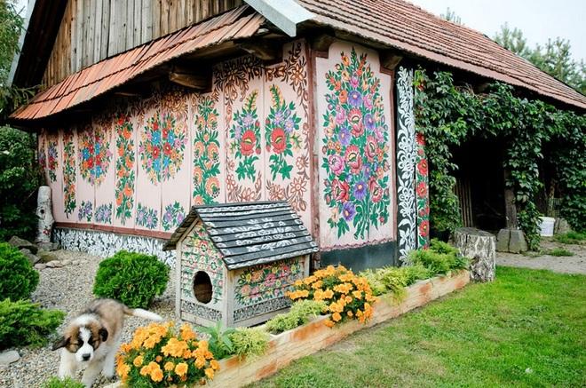 Ngôi làng rực rỡ màu sắc, hoa nở suốt ngày đêm ở Ba Lan - 6