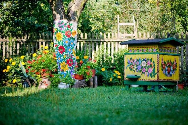 Ngôi làng rực rỡ màu sắc, hoa nở suốt ngày đêm ở Ba Lan - 5