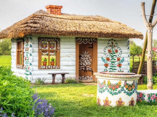 Ngôi làng rực rỡ màu sắc, hoa nở suốt ngày đêm ở Ba Lan - 2
