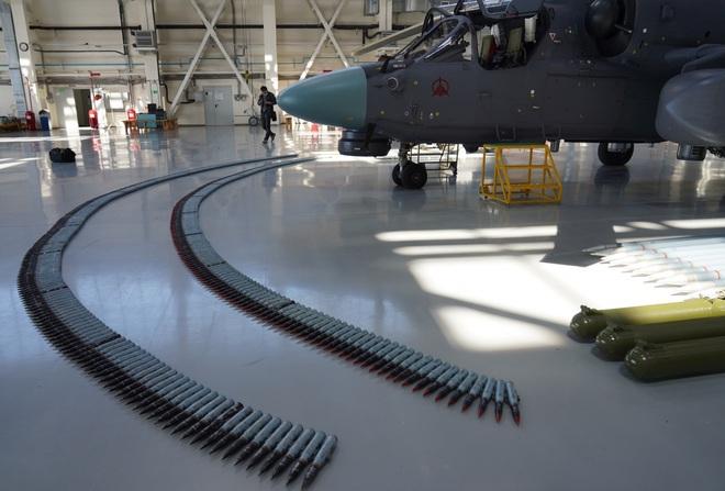 Mục sở thị nhà máy sản xuất trực thăng Cá sấu Ka-52 của Nga - 1