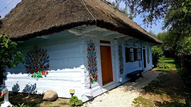 Ngôi làng rực rỡ màu sắc, hoa nở suốt ngày đêm ở Ba Lan - 10