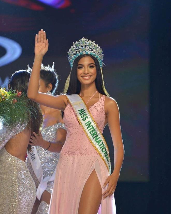 Nhan sắc bốc lửa của Hoa hậu Quốc tế Dominica - 1