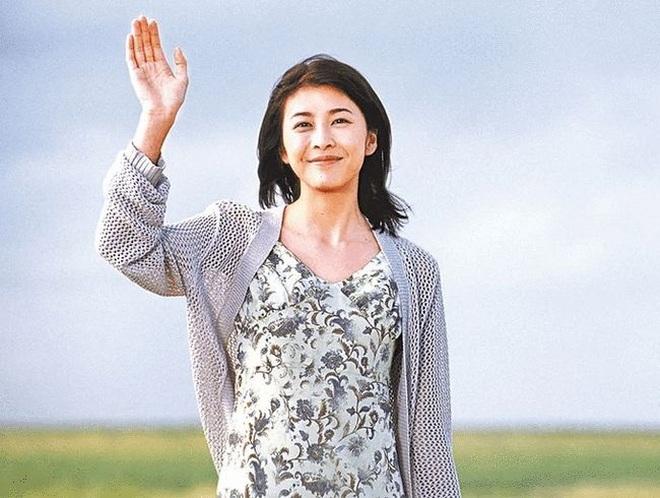 Bình tro cốt của nữ diễn viên quá cố Yuko Takeuchi vẫn chưa được chôn cất - 1