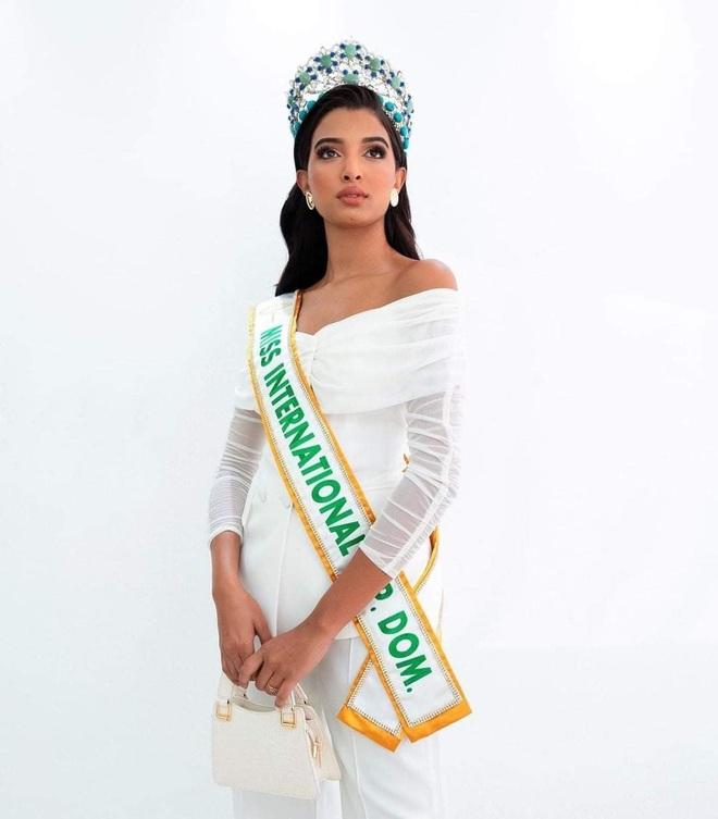 Nhan sắc bốc lửa của Hoa hậu Quốc tế Dominica - 8