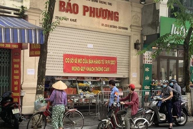 Hà Nội: Tuýt còi nhiều tiệm bánh trung thu người dân chen chân mua  - 1