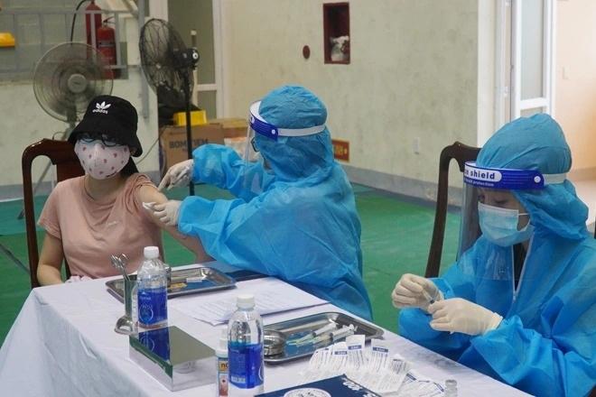 Nguyên nhân nữ giáo viên Quảng Bình tiêm cùng lúc 2 mũi vắc xin Covid-19 - 1