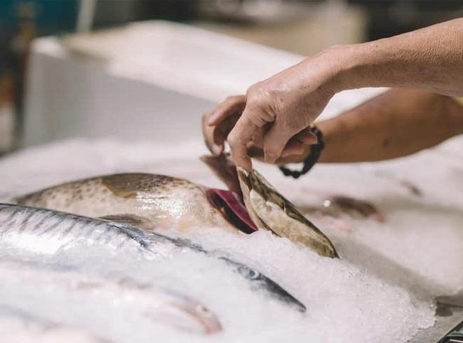 Những mẹo đơn giản để chọn cá tươi ngon các bà nội trợ cần biết - 3